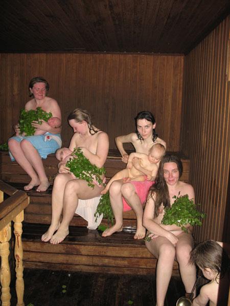 Секс в бане с двумя русскими зрелыми женщинами 97